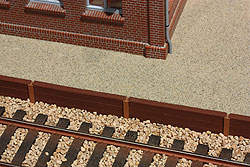 Bahnsteigkante aus Holzschwellen, Spur O, Bild 1